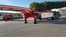Semi trailer container carrier gooseneck with sliding carrier - Chassis design to load 20', 30', 40' or 45' container with a sliding carrier hydraulically moved and pneumatically locked.<br /> More than 4 000 chassis in Europe !